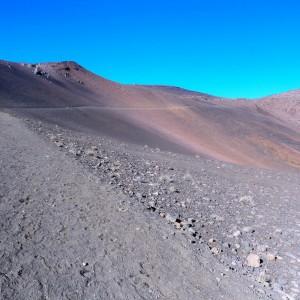 Figura 4. Maui. Scendendo verso il fondo dell'immenso cratere dell'Haleakala (3000 m). Non per niente l'hanno usato per le prove di Curiosity & Co.