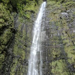 Figura 13. Maui. La spettacolare cascata di Olakahiku. Una lunga camminata nella foresta, ma ne vale la pena.