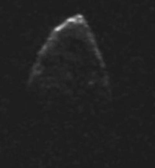Immagine radar di 1950 DA ottenuta ad Arecibo il 4 marzo 2001, mentre l'oggetto si trovava a una distanza di 0.052 UA. Il suo diametro è di circa un chilometro. Fonte: NASA.