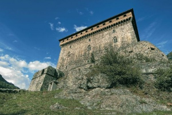 In Valle d'Aosta è facile notare come ogni castello, posto in posizione dominante, riesca sempre a vederne almeno due.