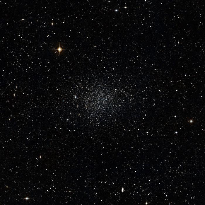 Un'immagine della galassia nana dello Scultore ottenuta attraverso il Digitized Sky Survey 2. Fonte: ESO/Digitized Sky Survey 2.