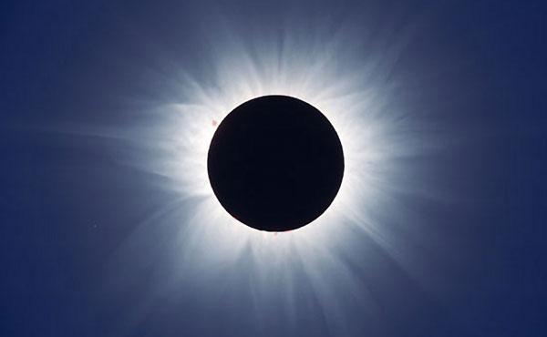 La spettacolare corona solare, visibile durante le eclissi totali.