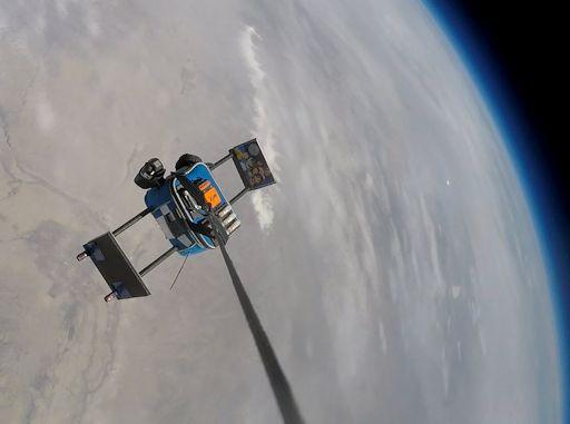 I viaggiatori spaziali antartici ammirano il loro pianeta dalla stratosfera.