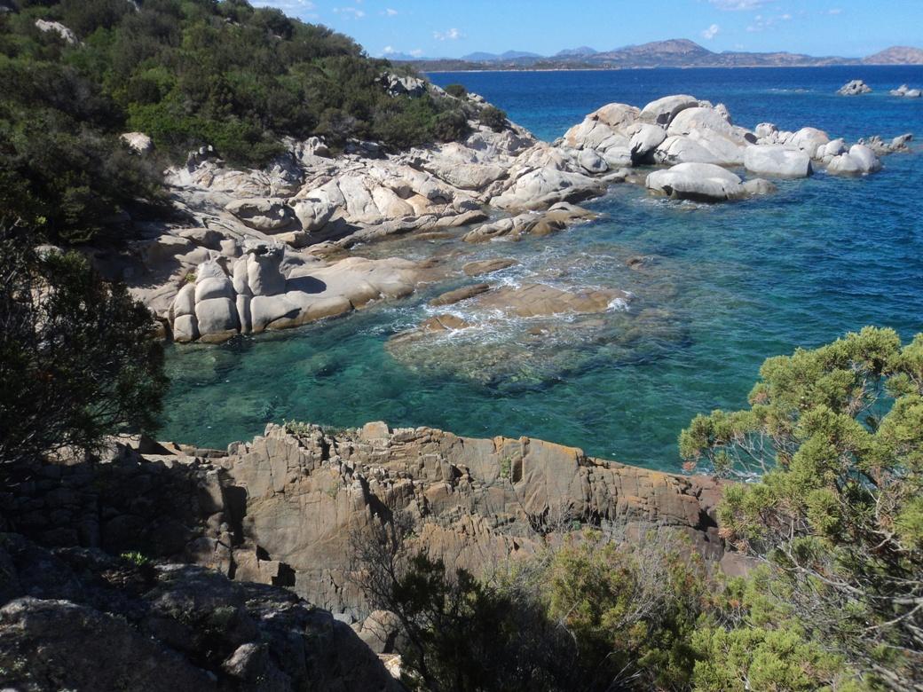 Le rocce piatte di Capo Molara in territorio del simpatico SS