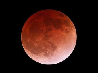 L'eclissi totale di Luna del 2015. Fonte. Sky and Telescope
