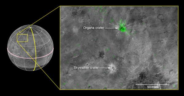 I due crateri di Caronte, dove l'ammoniaca, evidenziata dalle osservazioni spettroscopiche, è stata segnata in verde. Fonte: NASA/JHUAPL/SwRI