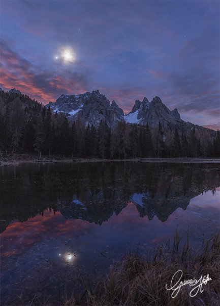 La Luna, Giove, Marte e Venere riflessi nel lago d'Antorno