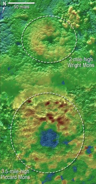 I due probabili criovulcani a colori. Il blu indica terreni depressi, mentre il rosso terreni più alti. Il verde terreni di altezza intermedia. Fonte: NASA/Johns Hopkins University Applied Physics Laboratory/Southwest Research Institute