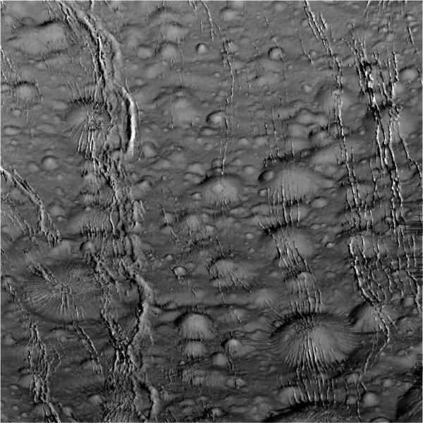 Non tutto è tranquillo al polo nord. Fonte: NASA/JPL-Caltech/SSI