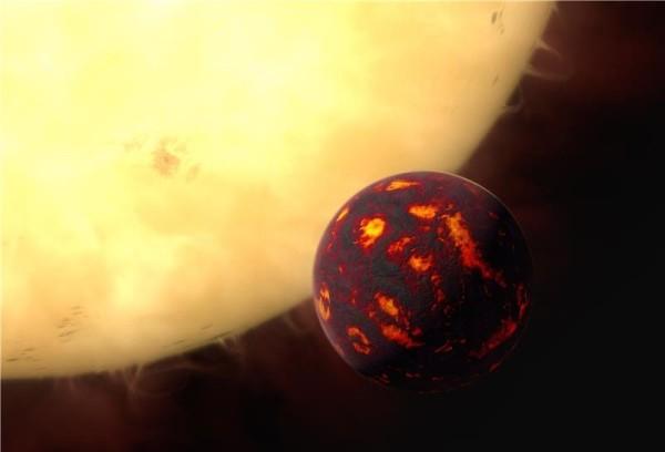 Una visione artistica di 55 Cancri e, mentre passa davanti alla sua stella. Per la prima volta, Hubble ha permesso di analizzare l'atmosfera di una super terra. 55 Cancri e è a circa 40 anni luce da noi (dietro l'angolo…) e orbita attorno alla sua stella in solo 18 ore. Ne segue che la temperatura è abbastanza notevole: circa 2000°C.. Fonte: ESA/Hubble, M. Kornmesser