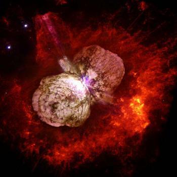 Una splendida immagine di Eta Carinae, circondata da due bolle meravigliose di gas. La stella è ormai vicina alla sua esplosione finale.
