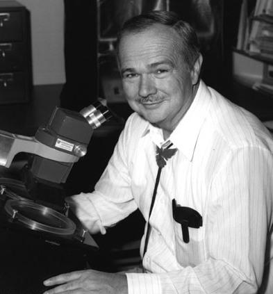 Eugene Shoemaker. Un grande scienziato e un garnde uomo: le particelle che lo componevano sono state sicuramente fiere di lui!
