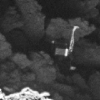 eccco lo sfaticato, rintanatosi per non subire contatti con la sonda e per non essere investito dai fastidiosi getti cometari. possiamo dargli torto? Fonte. ESA / Rosetta / MPS for OSIRIS Team MPS / UPD / LAM / IAA / SSO / INTA / UPM / DASP / IDA