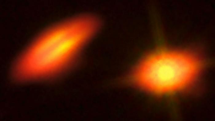 Una coppia molto separata: ognuna si è formata il proprio disco proto planetario, con orientamento qualsiasi.