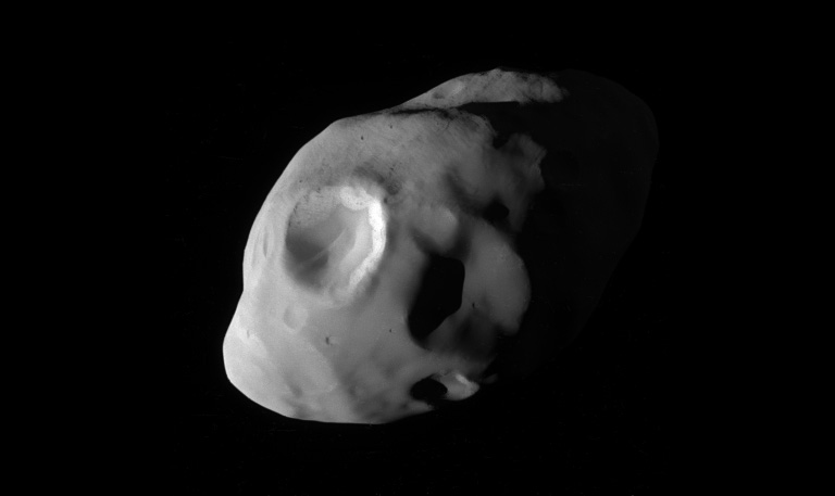 Pandora fotografata dalla sonda Cassini