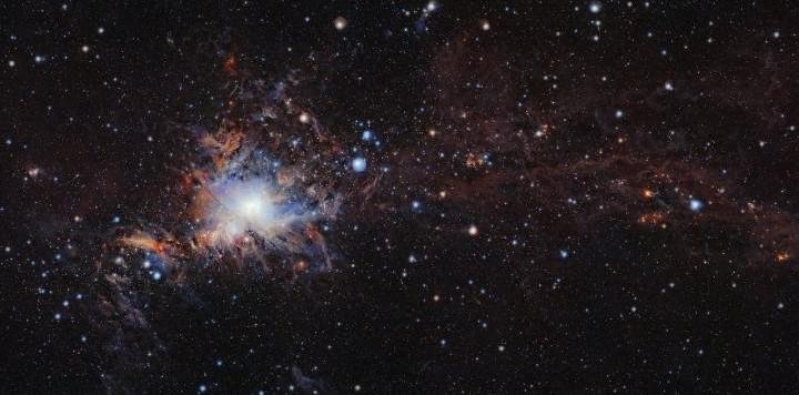 L'immagine di Orione ottenuta da VISTA, il telescopio infrarosso situato nell'Osservtorio Paranal in Cile. La fabbrica stellare M42 si trova a 1350 anni luce e nasconde oggetti ben più lontani.Fonte: ESO/VISION survey