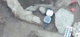 """Il sito paleontologico diventato, probabilmente, archeologico. Il tipo di frattura, la posizione relativa e l'inserimento di rocce particolari hanno dato il via a una ricerca che si è conclusa con uno """"scoop"""" veramente eccezionale. Fonte: San Diego Natural History Museum."""