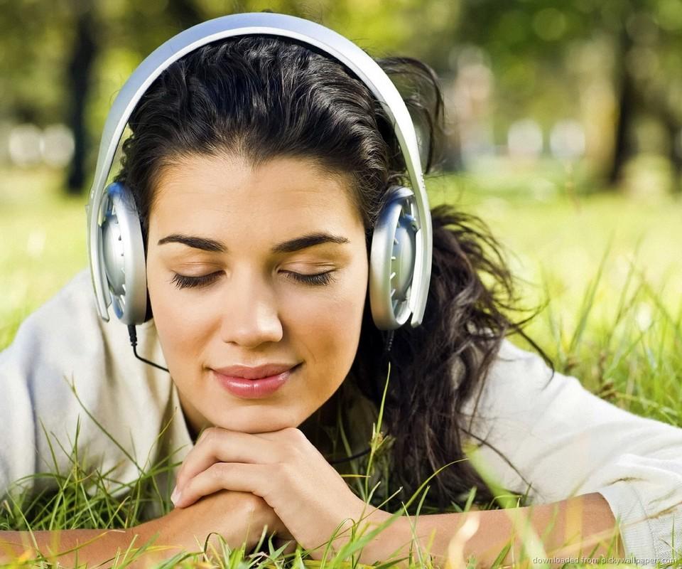 girl-in-park-with-headphones