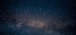 Un ricercatore dell'Università di Ginevra ha recentemente dimostrato che l'accelerazione dell'espansione dell'Universo e il movimento delle stelle nelle galassie (e molto altro) possono essere spiegate senza bisogno di introdurre material ed energia oscura, che potrebbero proprio non esistere. Fonte: © 1xpert / Fotolia