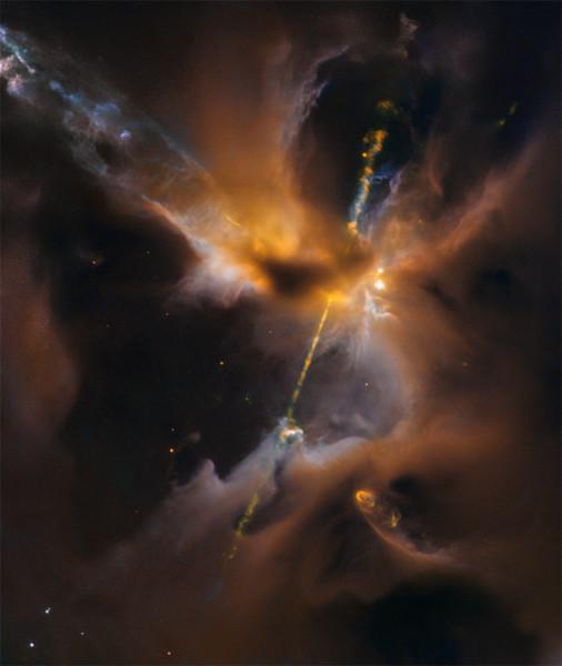 La stella è ancora nascosta, ma i suoi getti sono ben visibili, Questi fenomeni danno luogo agli oggetti Herbig-Haro