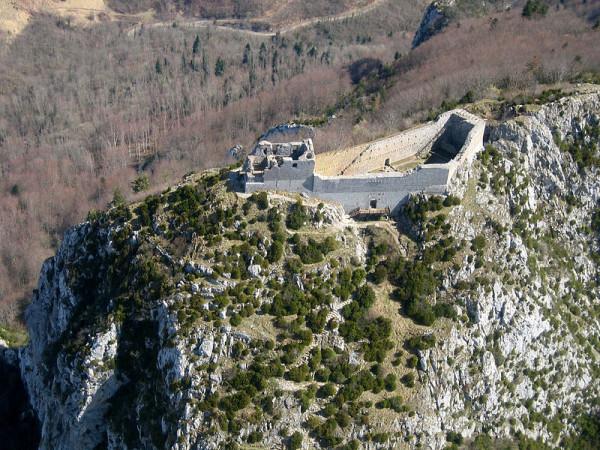 Le rovine del castello di Montsegur, l'ultima roccaforte catara in Francia.