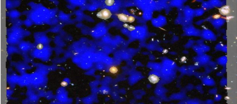 L'immagine mostra il campo profondo osservato da Hubble con le sue galassie, al quale è stato sovrapposto l'osservazione di MUSE, in blu. Il campo è solo di 1'x 1', ma cosa analoga è stata osservata in zone diverse di cielo. Fonte: ESA/Hubble & NASA, ESO/ Lutz Wisotzki et al.