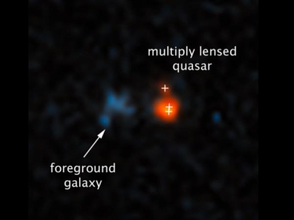 La galassia capace di inviare verso di noi la luce del quasar. A destra l'immagine tripla di uno degli attori più antichi dell'Infinito Teatro del Cosmo. Come non essere emozionati e orgogliosi di riuscire a vedere tutto ciò? Fonte: NASA, ESA, Xiaohui Fan (University of Arizona)