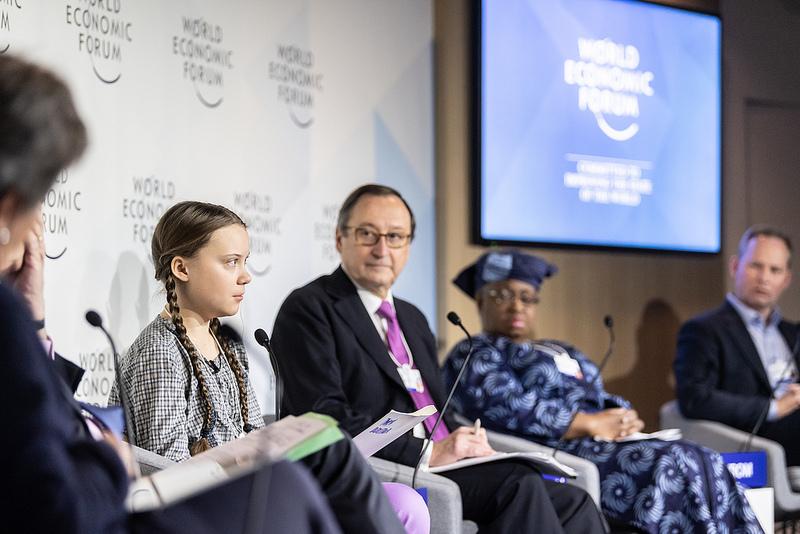 """Greta a Davos tra i """"grandi"""" del mondo accorsi, ovviamente, con 1500 aerei privati (tanto per non inquinare...)"""