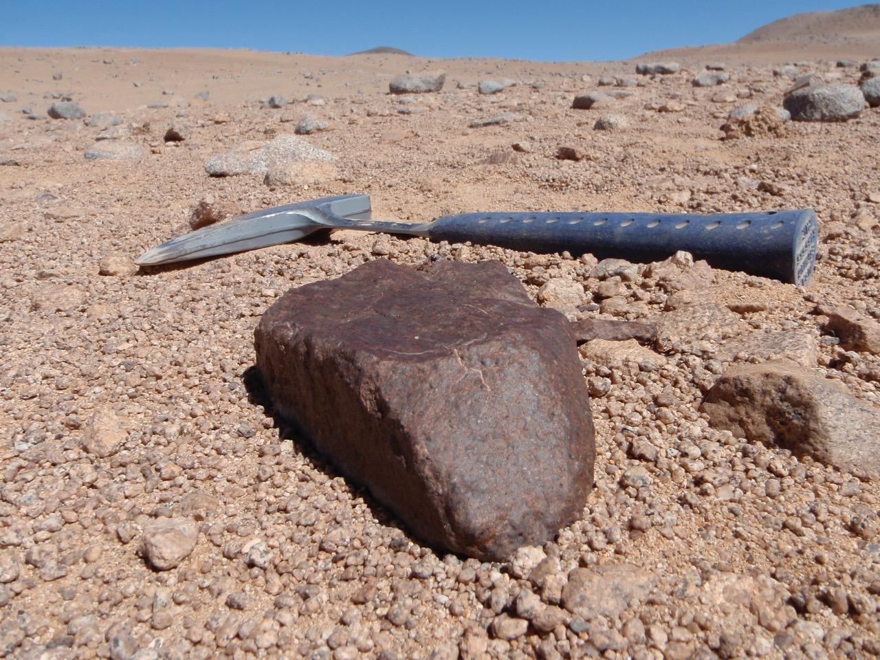 una delle meteoriti più grandi trovate nella ricerca. Fonte: Jérôme Gattacceca (CEREGE)