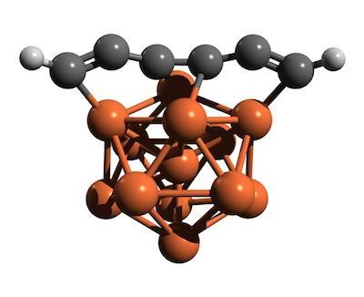 Una molecola complessa (pseudocaryne) in cui il ferro (marrone) tiene unita e stabile una catena di carbonio (grigio). Fonte:P. Tarakeshwar/ASU