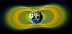 """Le tre fasce sono disegnate in giallo, mentre le zone verdi sono gli spazi """"vuoti"""" tra di loro. Fonte: NASA/Van Allen Probes/Goddard Space Flight Center."""