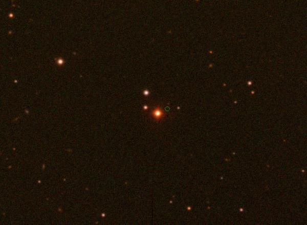 Immagine di Wolf 383 e del suo campo stellare di riferimento, ottenuta alla fine del 2019. Il cerchietto, al centro dell'immagine, mostra la posizione stimata per l'aprile del 2020. Fonte: William Keel/University of Alabama/SARA Observatory.
