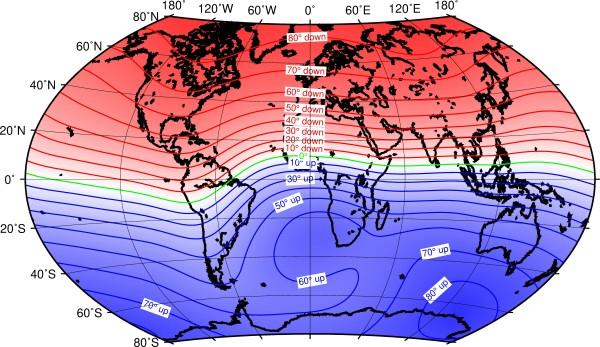 Fig. 3. Carta dell'inclinazione magnetica ottenuta dal modello IGRF (13ma gen.) per l'anno 2020. Sono evidenti le aree a massima inclinazione localizzate nelle fasce polari e l'inclinazione nulla nella fascia equatoriale (fonte British Geological Survey).